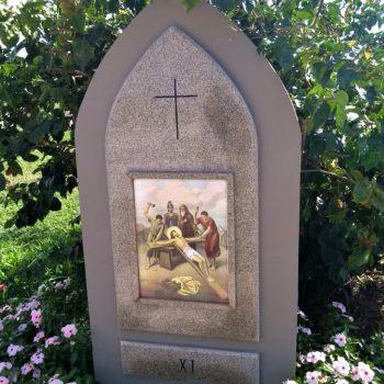 XI Estação - Jesus é pregado na cruz